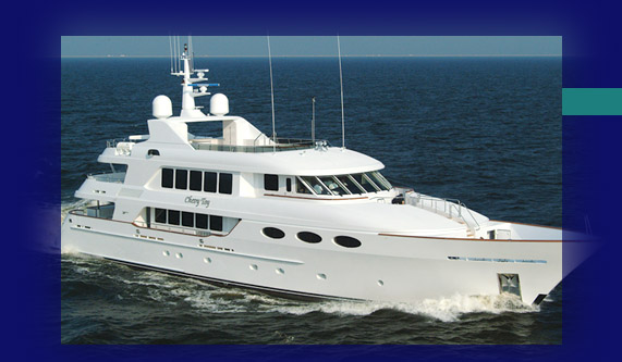 Motor Yacht steaming toward Hall of Fame Marina